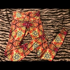 Wolven Threads leggings, size Large.